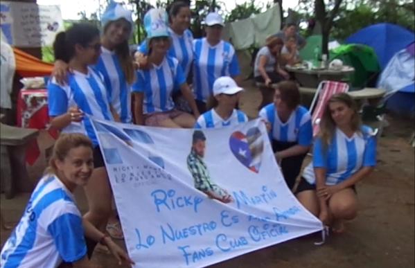 Fans de Ricky Martin acampan desde el sábado en Villa María
