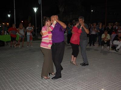 La plaza de Villa Nueva se llenó una noche de tango