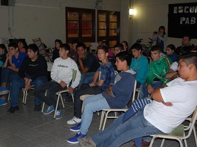 Charla de prevención del dengue a alumnos de la Pablo VI de Villa Nueva