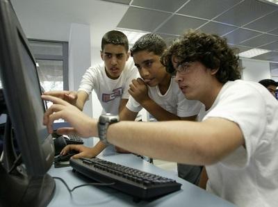 Chicos de primaria aprenderán a programar computadoras