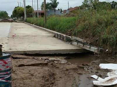 Pavimento descalzado en obra de avenida Universidad
