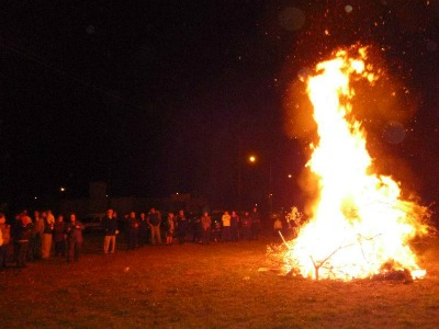 La Casa Balear se prepara para encender la fogata de San Juan