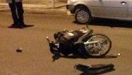 Choque y fuga dejó a un adolescente herido junto a su moto