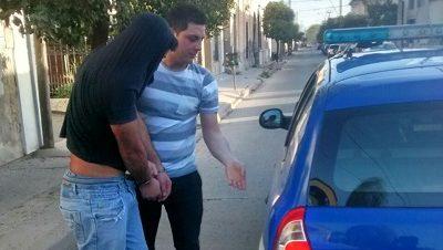 Detenido por golpear a su hermana y a la policía