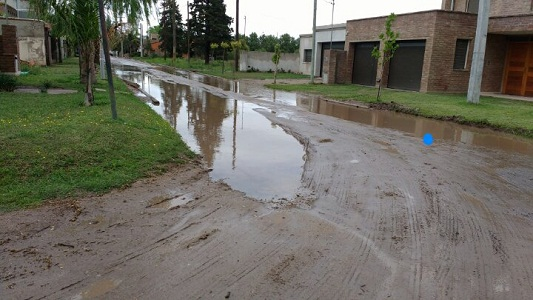 Acumulación de agua por obra inconclusa