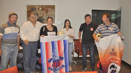La cooperativa de Tío Pujio entregó pelotas y bolsones a clubes