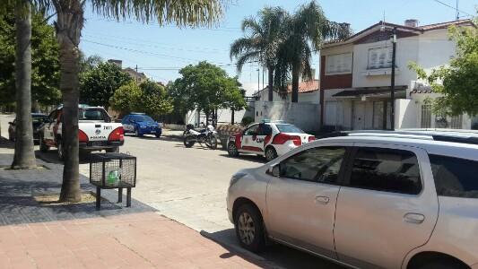 policia-moviles-casa-usurpada1