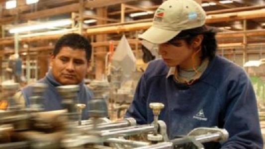 La mitad de los ocupados en el país gana alrededor de 8 mil pesos