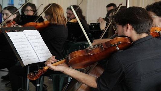 Audiciones para músicos becarios en la Orquesta Sinfónica local