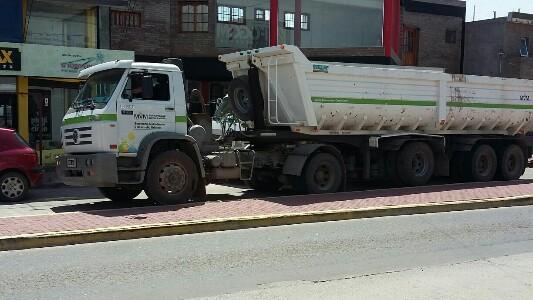 Una rotonda sin solución, hasta para los camiones municipales