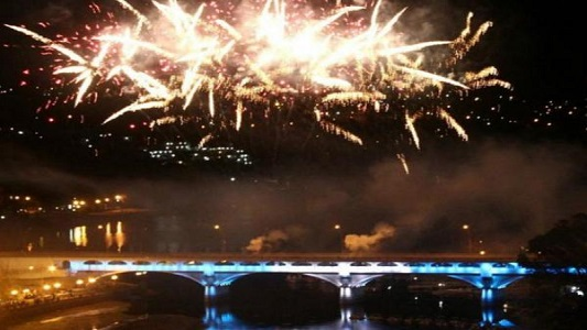 Carlos Paz recibe el Año Nuevo con show de luces