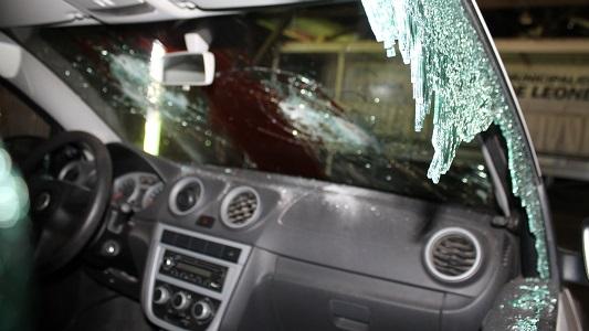 Leones: violentan y destruyen un vehículo de Tránsito