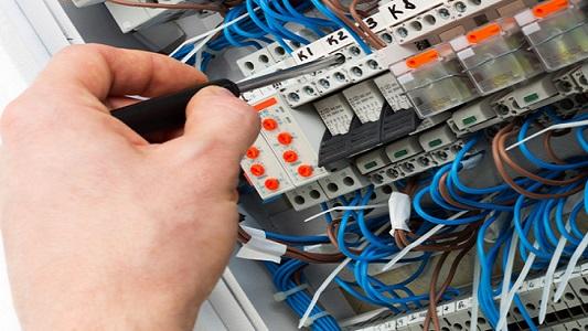 Electricistas, gasistas y otros oficios no pagarán Ingresos Brutos