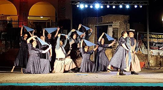 Ballet municipal de folklore de Villa Nueva actúa en Cosquín