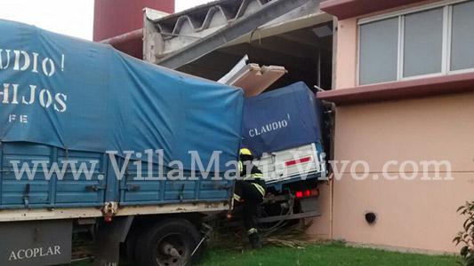 Camión se incrustó dentro del Conservatorio de Música