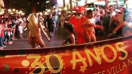 Carnavales de Villa Nueva en la peatonal de Carlos Paz