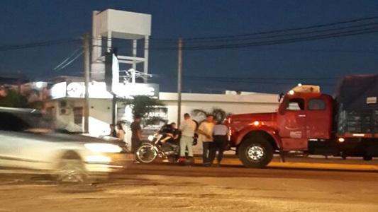 Villa Nueva: choque entre una moto y un camión