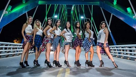 """8 chicas cortaron el puente Perón para hacer el desafío """"Baila"""""""