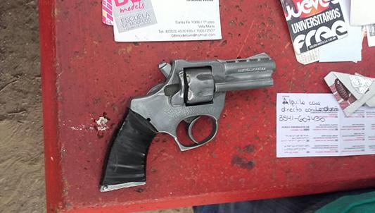 policia allanamiento arma detenidos villa nueva parque (1)
