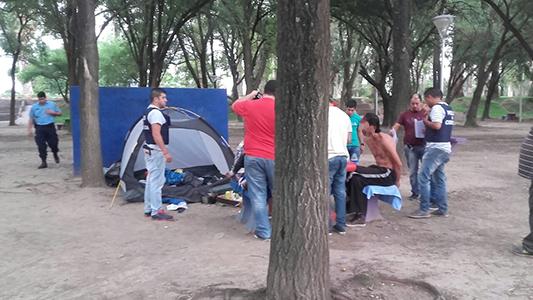Pareja que acampaba en Villa Nueva, detenida por asalto armado