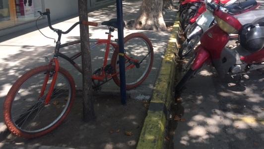 Encontrar donde estacionar la bici en el centro, toda una odisea