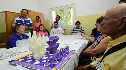 Ingenio y adaptación: primer tablero de ajedrez para ciegos
