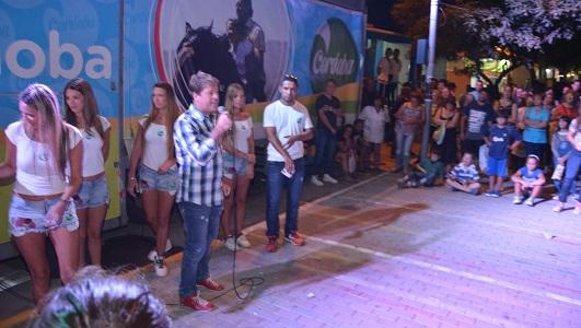 Bell Ville promocionó su fiesta de la pelota de fútbol en el Festival