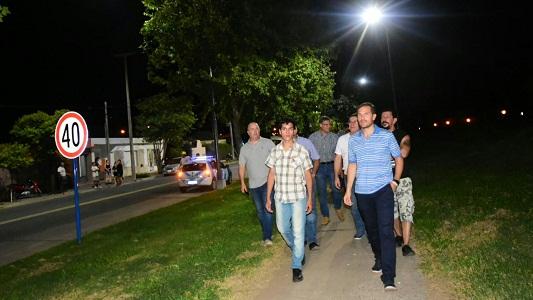 La Avenida Savio estrenó luces de tecnología LED