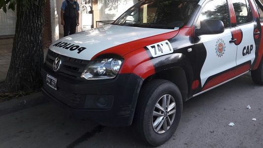 Persecución a dos ladrones de motos terminó en nada: Escaparon a pie