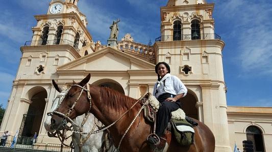 Marcha la primera cabalgata con José Brochero consagrado santo