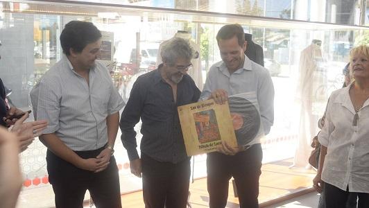 Un histórico vinilo autografiado para el Museo del Anfi
