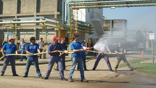 Capacitan a bomberos y agentes de seguridad en materiales peligrosos
