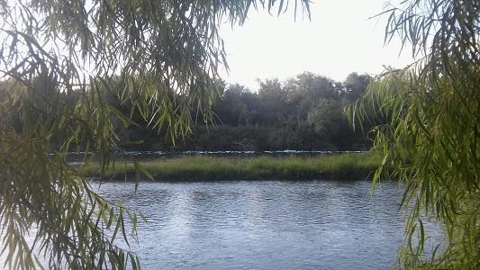Rescataron a un hombre que fue arrastrado por la correntada del río