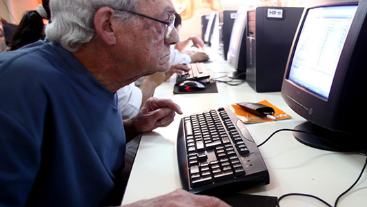 Nunca es tarde para aprender: informática para adultos