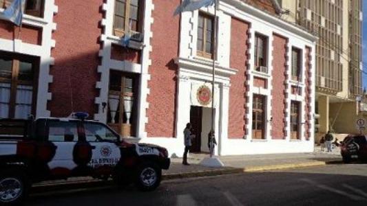 Un hombre y una mujer agredieron a la policía en un control y terminaron en la comisaría