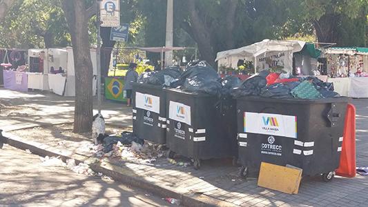 Quejas por montones de basura acumulada en pleno centro