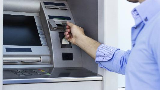 Harán recargas extras en los cajeros automáticos por el finde largo