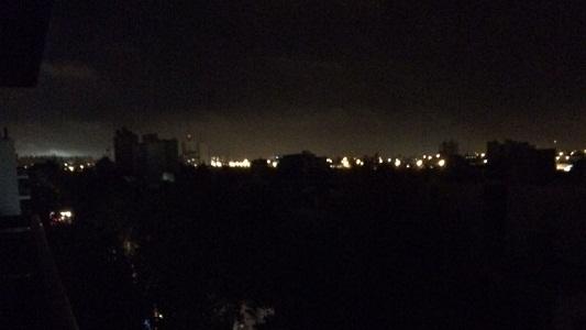 Un corte de luz sorprendió a varios barrios y al centro