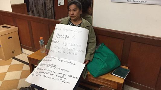 Protestó en la Municipalidad porque no le dan trabajo de enfermera