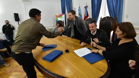 9 cooperativas renovaron convenio por un año con el municipio