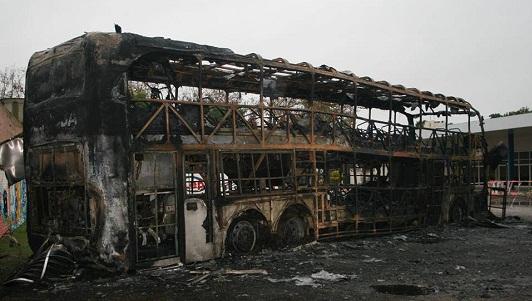 Creen que fue intencional el incendio de colectivo Córdoba-Coata