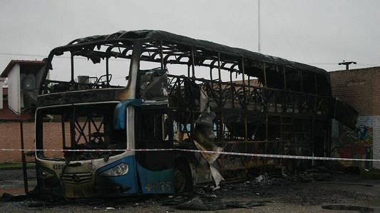 Colectivo Coata incendiado -05