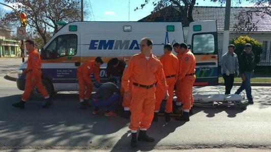 Motociclista en grave estado tras impactar con un auto en Las Varillas