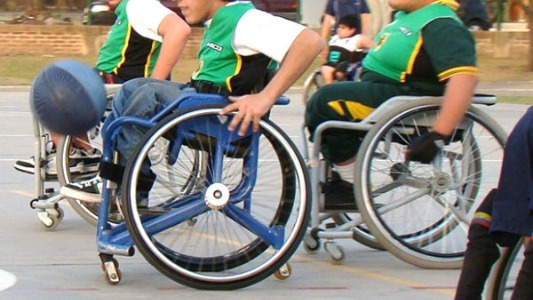 Crean el primer equipo de básquet en sillas de ruedas de la ciudad