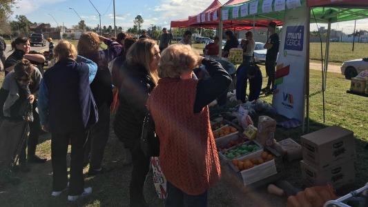 Feria de verduras en el barrio Mariano Moreno