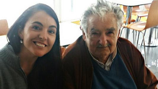 Pepe Mujica pasó por Villa María y todos quisieron una foto con él