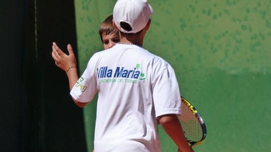 Talentos Sub 10 del tenis participan de un torneo en el Sport