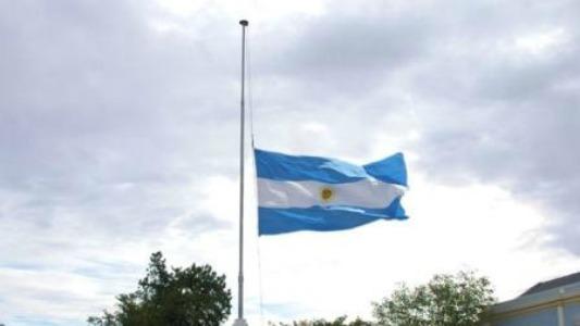 Banderas a media asta y duelo de dos días por los chicos fallecidos