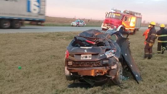 Con gravísimas heridas tras volcar en la Autopista