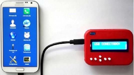 Crean dispositivo para que personas con discapacidad usen smartphones